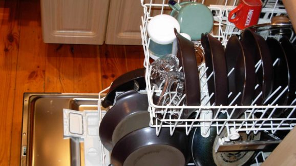 Dishwasher_with_dishes